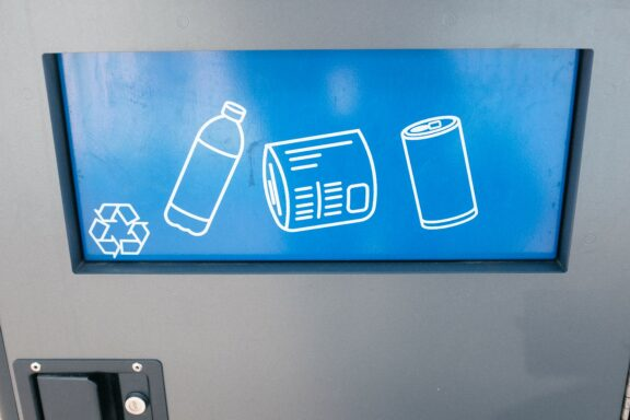 recycling-trash-bin-RMGZX8C bis