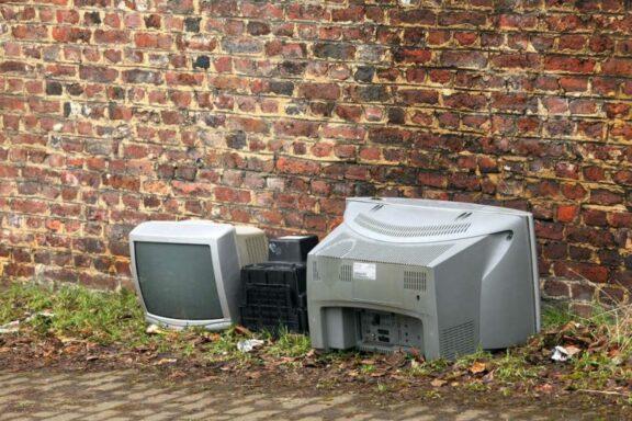 rifiuti-elettronici-come-smaltirli-in-modo-corretto-768×512